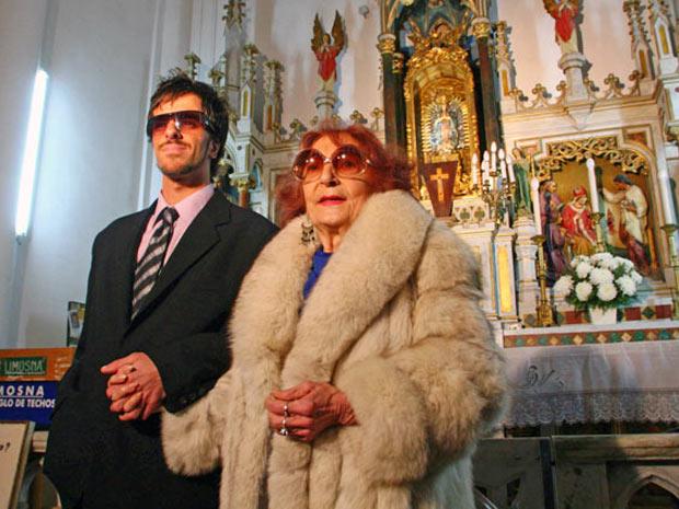 Matrimonio Por Conveniencia : G viúvo de mulher anos mais velha se casa com um gay