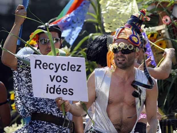 Homossexuais celebram a parada do orgulho gay em marselha, na França, em julho de 2010