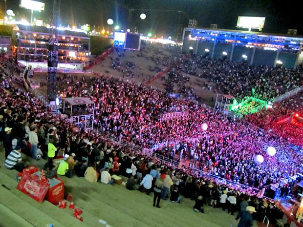 Com ingressos a R$ 200 e R$ 300, o show não conseguiu lotar a arena e as arquibancadas da Festa do Peão de Barretos.