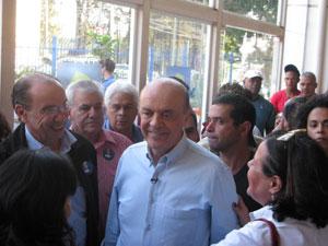 O candidato do PSDB à Presidência, José Serra, visitou neste domingo (22) um centro cultural para jovens construído durante sua gestão na Prefeitura de São Paulo (2005-2006) e defendeu a expansão dessas unidades no plano federal.