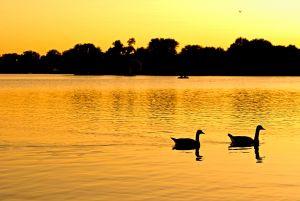 No verão canadense, o pôr do sol é às 21h30, permitindo tempo extra para outras atividades.