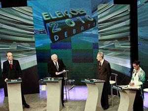José Serra, Plínio de Arruda Sampaio e Marina Silva participam na noite desta segunda-feira (23) de debate promovido por TVs católicas