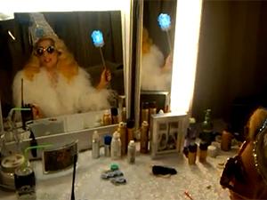Lady Gaga em cena de vídeo gravado e divulgado em seu perfil no Twitter