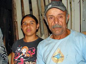 Camila e a pai Cosme: 'Tive de sair correndo pela porta dos fundos'