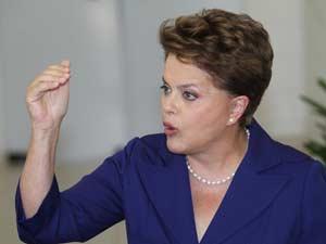 A candidata do PT à presidência da República, Dilma Rousseff, concede entrevista à imprensa no estúdio de campanha em Brasília