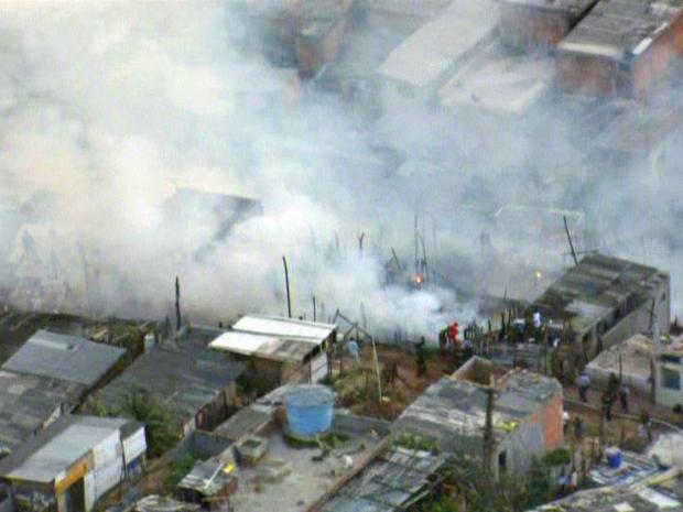 Fogo atinge favela na Zona Norte