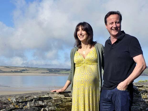 David Cameron e Samantha posam neste domingo (22).