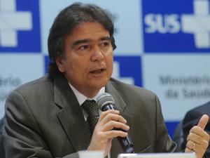 O ministro da Saúde, José Gomes Temporão, participa de cerimônia de assinatura de portarias para o setor de oncologia