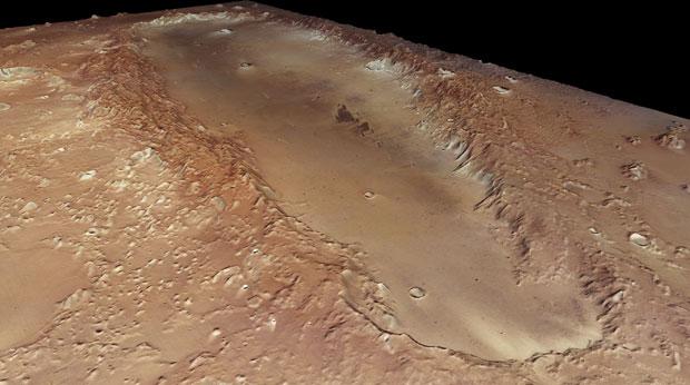 Explicação mais aceita é que Orcus Patera surgiu do impacto de um objeto que atingiu Marte obliquamente, em um ângulo inferior a 5 graus a partir da horizontal