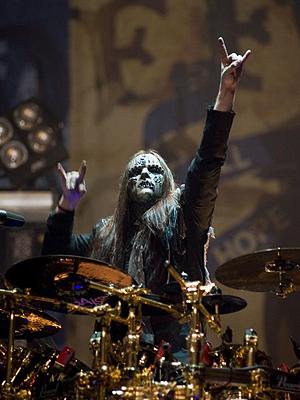 O músico Joey Jordinson: o melhor baterista segundo fãs de rock ingleses.