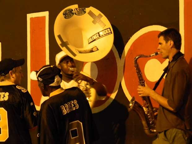 No bairro francês, há novamente um músico em cada esquina