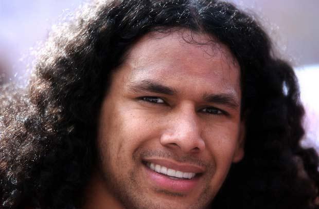 Troy Polamalu seguro de US$ 1 milhão para seu cabelo.