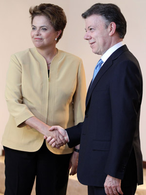 A candidata do PT à Presidencia da República, Dilma Rousseff, durante encontro com o presidente da Colômbia, Juan Manuel Santos