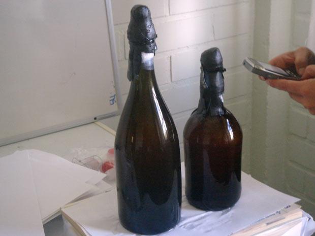 Garrafas de cerveja encontradas em navio naufragado no início do século XIX