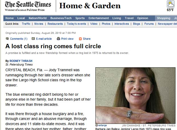 Barbara Jan Ballew Jenkins mostra o anel.