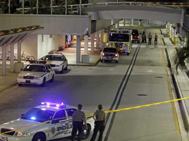 Polícia isola quatro terminais do aeroporto de Miami.