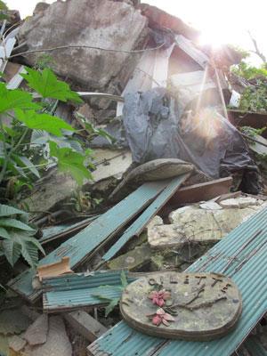 Escombros de casa em Blumenau destruída por desabamento em 2008