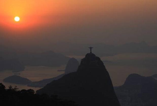 Rio amanhece com sol