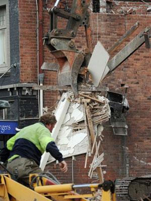 Autoridades locais trabalham para estimar destruição em Christchurch.