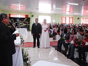 Em agosto, mais de 180 casais participaram de casamento coletivo em Quedas do Iguaçu (PR)