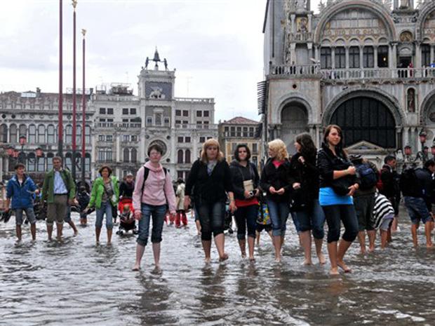A cheia na região histórica da cidade foi provocada pelas fortes chuvas.