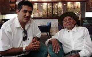 O ex-cangaceiro Moreno com o historiador baiano João de Sousa Lima.