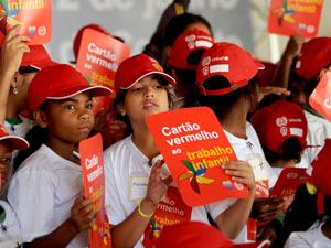 Jovens participam de ato contra o trabalho infantil em Brasília, em junho