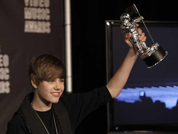 Justin Bieber levo o prêmio de clipe de artista revelação, por 'Baby'.