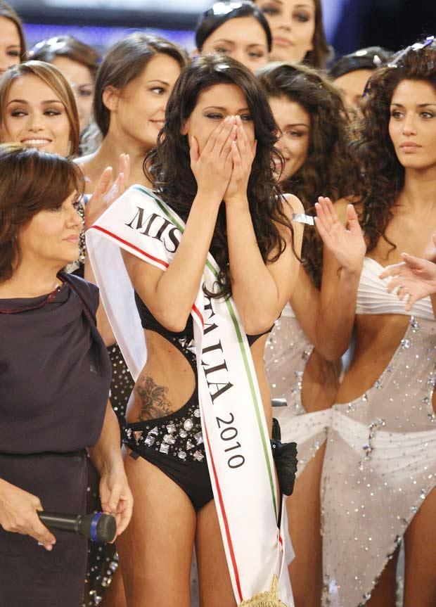 Francesca Testasecca se emociona ao ser anunciada como Miss  Itália 2010, em Salsomaggiore
