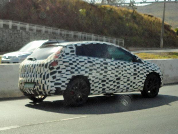 Fiat Bravo camuflado com adesivos