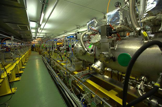 Uma das instalações do Grande Colisor de Hádrons (LHC), megatúnel para colidir partículas