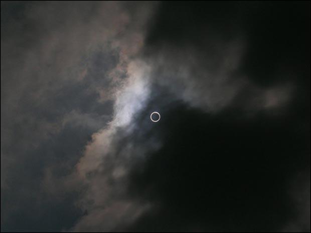 O círculo causado por eclipse, fotografado pelo garoto indiano Dhruv Arvind Paranjpye, de 14 anos.