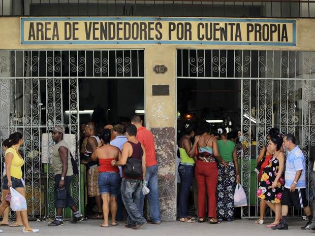 Mercado privado licenciado pelo governo cubano: regime aposta no crescimento dos negócios próprios para absorver os 500 mil servidores que serão demitidos