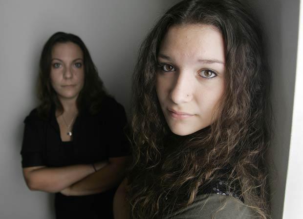 Ariana Lacono (à direita) com sua irmã Nikki Lacono.