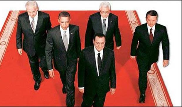 Imagem publicada pelo jornal estatal egípcio Al – Ahram: na foto original, Mubarak (à frente) caminha atrás de Obama, do premiê israelense, Binyamin Netanyahu, do presidente palestino, Mahmoud Abbas e do Rei Abdullah II, da Jordânia