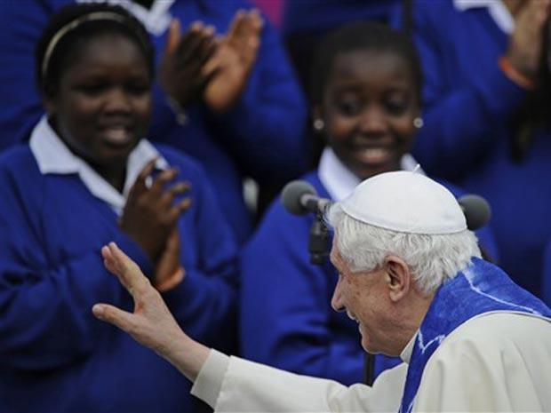 O papa Bento XVI durante celebração com estudantes nesta sexta-feira (17) na St Mary's University College, em Twickenham.