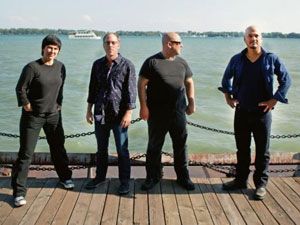 David Lovering (segundo da esquerda para a direita) e os Pixies: ilusionista e fã de Rush.