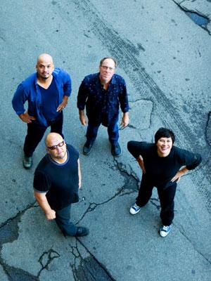 Os Pixies se apresentaram pela primeira vez no Brasil em 2004, com um show em Curitiba.