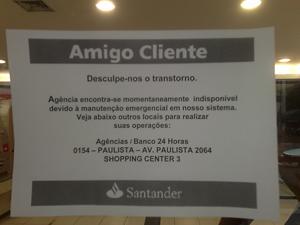 Santander coloca aviso em agência assaltada
