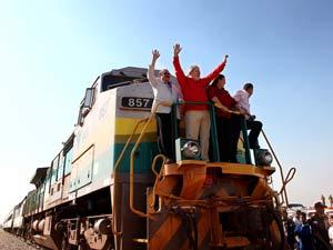 Presidente Lula durante percurso em trem na Ferrovia Norte-Sul