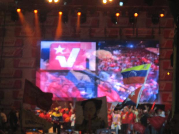 Palanque de showmício chavista, que teve bandas pop