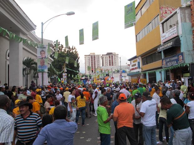 Candidatos de oposição se reuniram para caminhada e comício de encerramento da campanha em Miranda