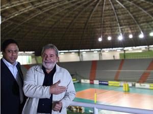 Presidente Lula e o ministro Orlando Silva durante visita ao Ginásio de Esportes Francisco Bueno Neto (Chico Neto)