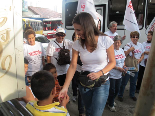 Mara Corina Machado em campanha nesta quinta-feira (23) em Miranda.d