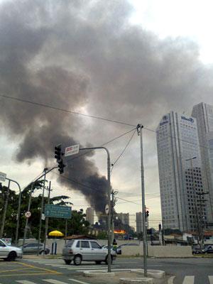 Incêndio era visto de cruzamento da avenida Luís Carlos Berrini