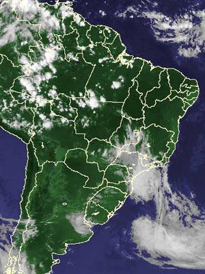 Imagem de satélite de sexta-feira (24) mostra nebulosidade pelo país