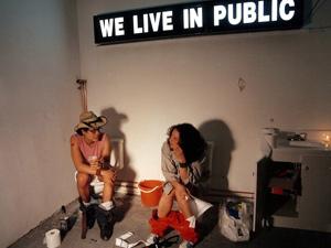 Filme We Live In Public