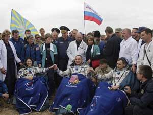 Soyuz trouxa à Terra os russos Aleksandr Skvortsov e Mikhail Kornienko e a americana Tracy Caldwell-Dyson.