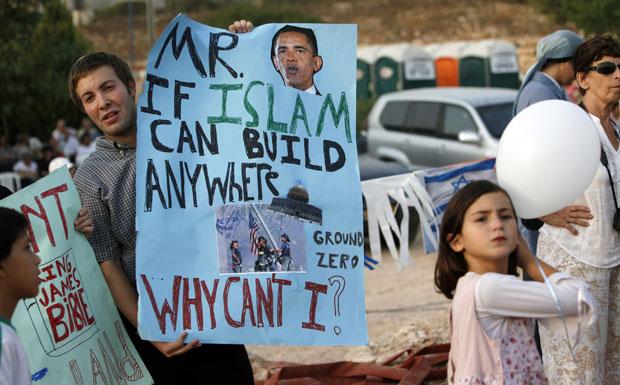 Colonos fazem protesto contra o presidente dos EUA, Barack Obama.