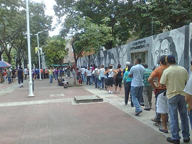 População vota neste domingo (26) para escolher os 165 deputados que formarão a nova Assembleia Nacional